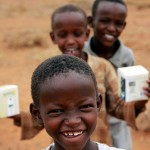 African children enjoy their gift of solar lights - Photo: Steve Katsaros/Nokero/Flickr